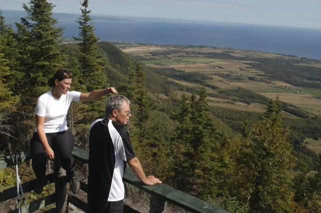 Le sommet du mont Saint-Joseph offre une vue... (Collaboration spéciale Gilles Gagné)
