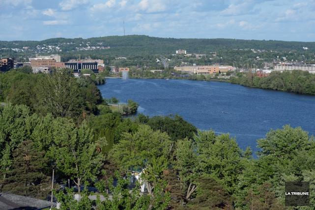 La Ville de Sherbrooke procède à des analyses pour identifier la substance qui... (Archives La Tribune, Maxime Picard)