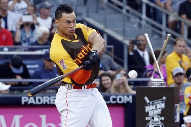 Stanton a frappé pas moins de 61 longues... (Lenny Ignelzi, Associated Press)
