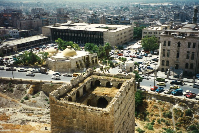 De la citadelle d'Alep, on aperçoit le hammam... (Photo Rima Elkouri, archives La Presse)