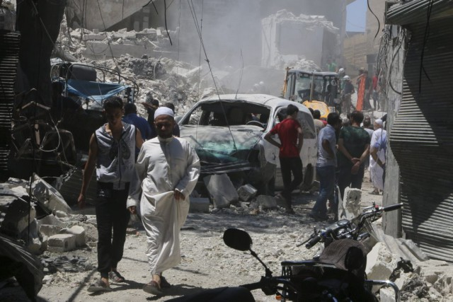 La pluie de roquettes tirées par les rebelles... (PHOTO ABDALRHMAN ISMAIL, REUTERS)