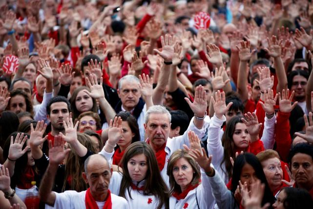 Des milliers de personnes se sont rassemblées dans... (PHOTO Susana Vera, ARCHIVES REUTERS)
