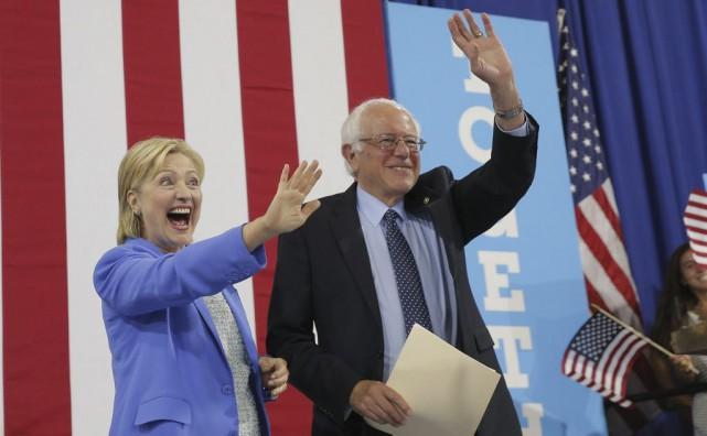 «Je soutiens Hillary Clinton», a déclaré M.Sanders 74... (PHOTO REUTERS)