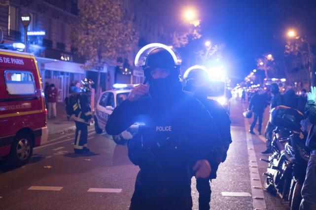 Des policiers d'une unité d'élite de la police... (photo Kamil Zihnioglu, archives AP)