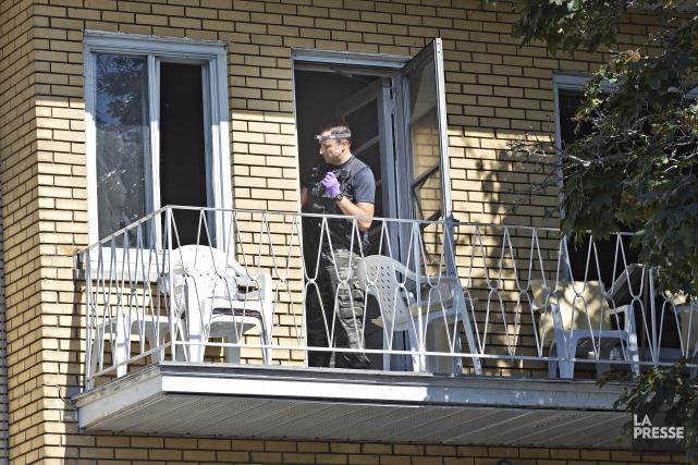 Les enquêteurs de la section des Crimes majeurs... (Photo Patrick Sanfaçon, La Presse)