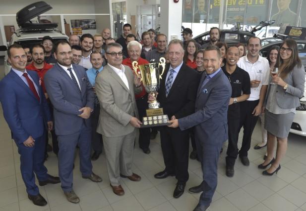 Nissan Sherbrooke reçoit le Prix de la Coupe... (Spectre média, Maxime Picard)