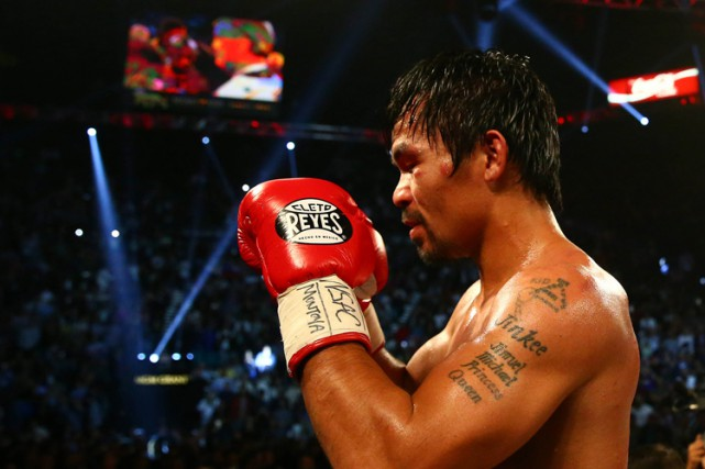 Manny Pacquiao célèbre sa victoire contre Timothy Bradley... (PHOTO REUTERS)