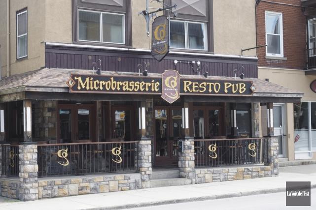 Le bar de la microbrasserie Le Grimoire avait... (Alain Dion, La Voix de l'Est)