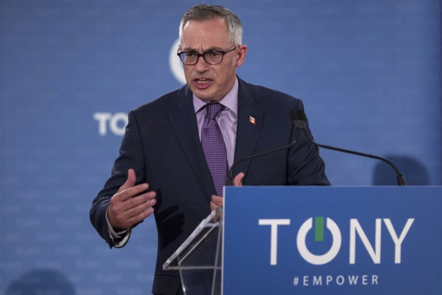 Tony Clement a diffusé en direct son discours d'inauguration... (PHOTO LA PRESSE CANADIENNE)