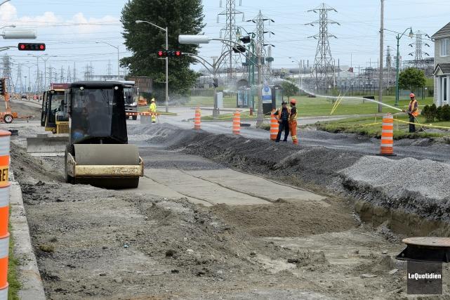 Les automobilistes de Saguenay doivent composer avec de nombreux cônes orange... (Photo Le Quotidien, Jeannot Lévesque)