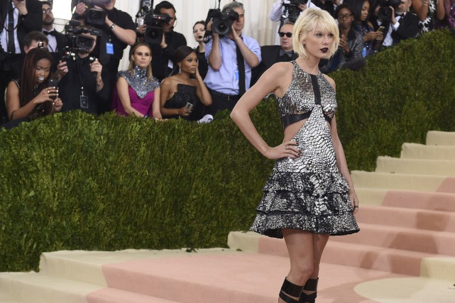 La célèbre chanteuse Taylor Swift (ci-contre en mai... (AFP, Timothy A. Clary)