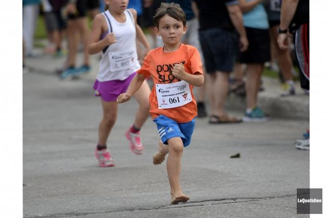 Ce petit garçon n'avait rien à son épreuve,... (Photo Le Quotidien, Jeannot Lévesque)