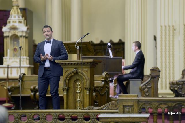 Le ténor Thomas Leslie et l'organiste Jean-Willy Kunz... (Photo Le Quotidien, Jeannot Lévesque)