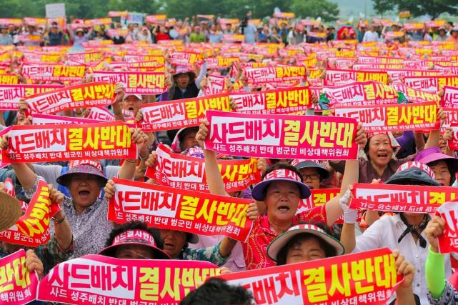 Mercredi, des milliers d'habitants de la région reculée... (PHOTO AFP)