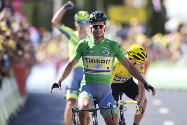Peter Sagan (au centre) a devancé le détenteur... (Photo Peter Dejong, AP)
