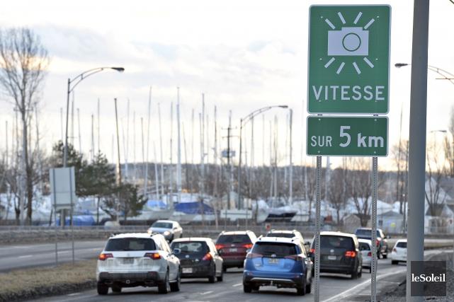 Sur l'autoroute Henri-IV, un radar photo fixe est... (Le Soleil, Patrice Laroche)