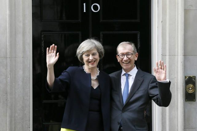 La nouvelle première ministre britannique Theresa May et... (photo Kirsty Wigglesworth, AP)