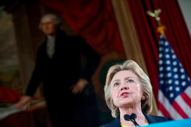 Hillary Clintons'exprimait dansl'ancien parlement de l'Illinois, à Springfield,... (photo Andrew Harnik, AP)