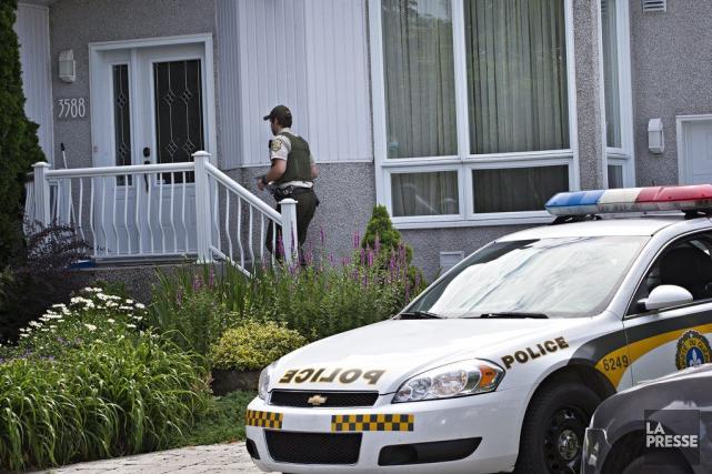 Les policiers se sont presentés à la résidence... (PHOTO PATRICK SANFACON, LA PRESSE)