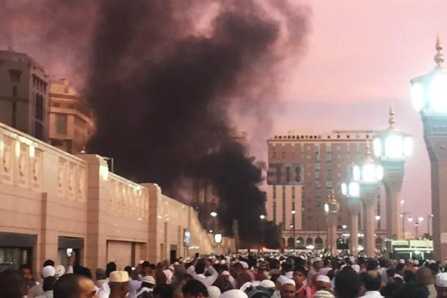 L'une des attentats-suicide a tué quatre gardes de... (PHOTO AP)