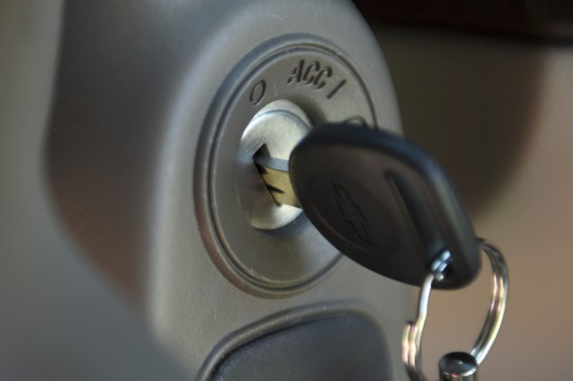 Une clef dans le barillet-commutateur d'une Chevrolet Cobalt... (AP)