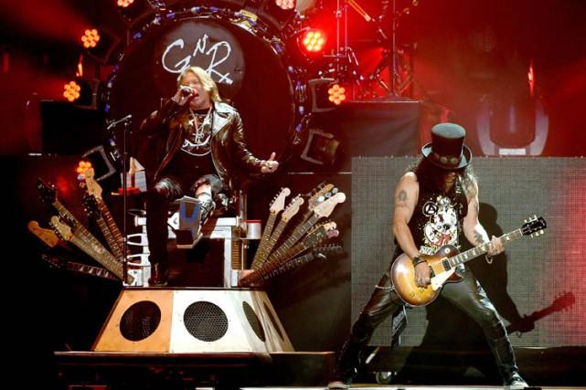 Axl Rose et Slash lors d'un concert à... (PHOTO AFP)