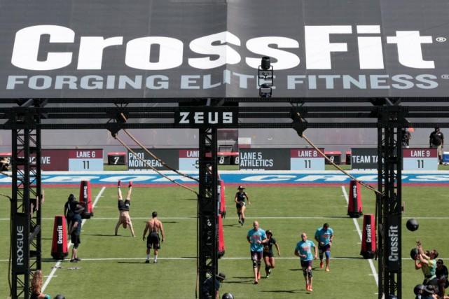 Plusieursépreuves de CrossFit utilisent du matériel militaire ouportent... (PhotoJONATHAN ALCORN, archives AFP)