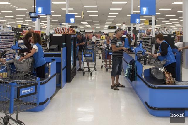 Les consommateurs étaient nombreux à se précipiter au... (Le Soleil, Alice Cliche)