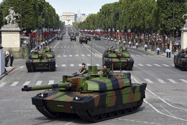 Célébrant la prise de la Bastille, des milliers... (AFP)