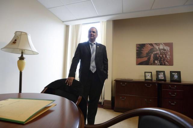 Patrick Brazeau était de retour dans son bureau... (La Presse Canadienne, Sean Kilpatrick)