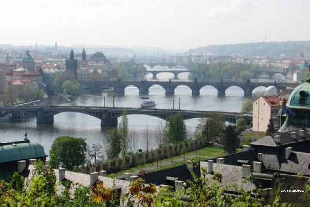 Le pont Charles, à Prague, est très populaire... (La Tribune, Jonathan Custeau)