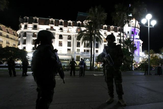 Vous avez été témoin de l'attentat à Nice? Écrivez-nous : jleveille@lapresse.ca (PHOTO Eric Gaillard, REUTERS)