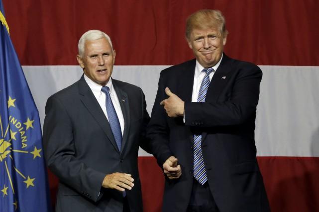 Le gouverneur Mike Pence et le candidat Donald... (AP)