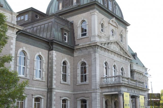 C'est moins de la moitié du budget qui lui est accordé par la loi que le maire... (Archives La Tribune, Julien Chamberland)