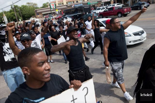 Des supporteurs de Black Lives Matter marchaient à... (Photothèque Le Soleil)