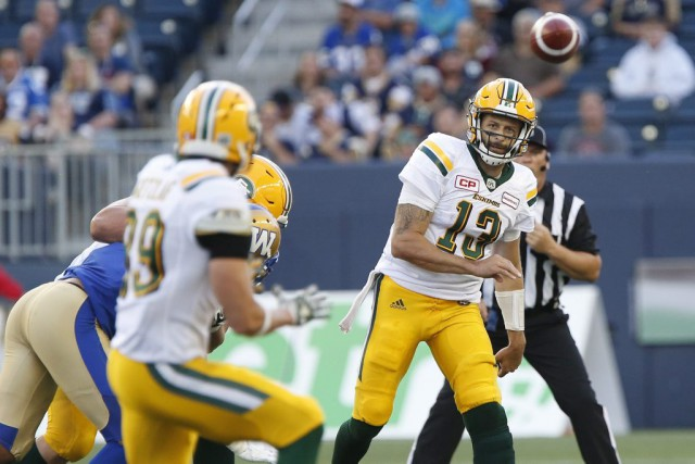 Le quart des Eskimos, Mike Reilly, a amassé... (PHOTO John Woods, PC)