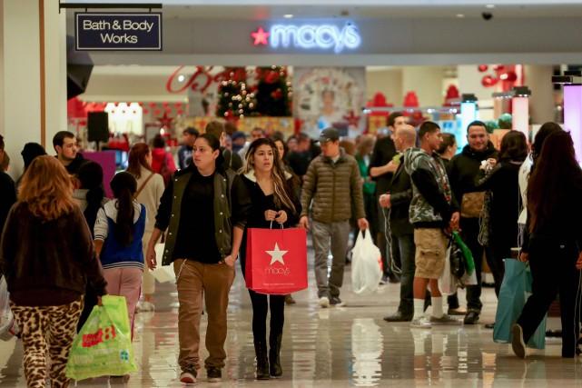 Le moral des ménages aux États-Unis a progressé en mars, selon la première... (Photo archives Reuters)
