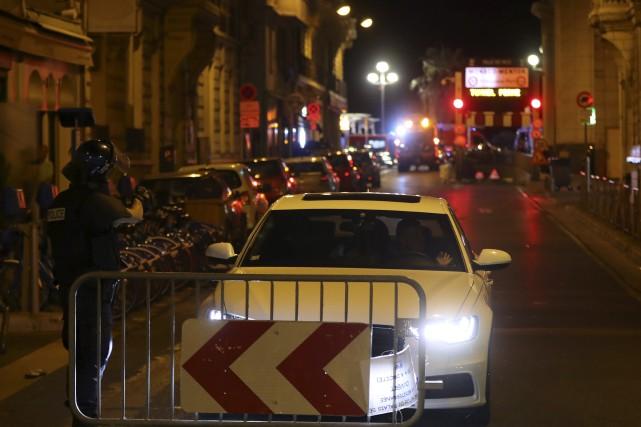 La police boucle le secteur après l'attaque à... (AFP, Valery Hache)