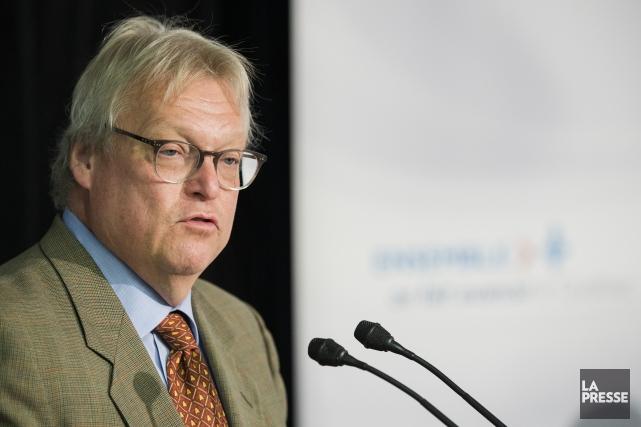 Le ministre de la Santé et des Services... (Archives La Presse)