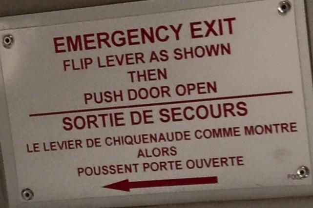 Si jamais une situation d'urgence survient dans cette navette de l'aéroport...