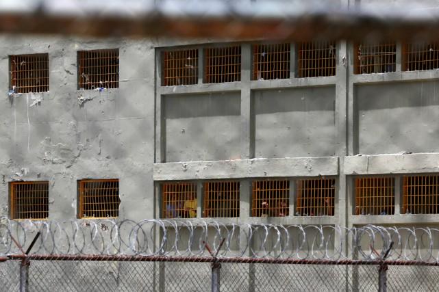 Vacciner les détenus, délivrer des traitements antirétroviraux, améliorer... (photo Carlos Garcia Rawlins, archives REUTERS)