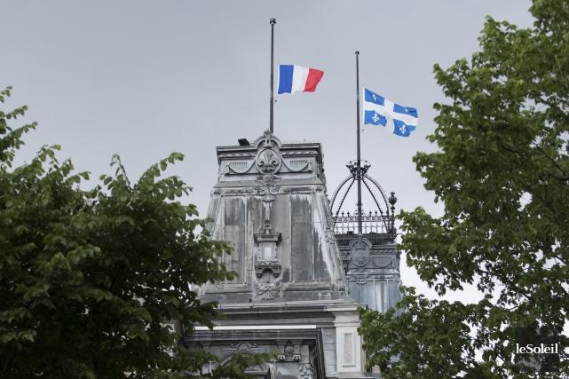 Les drapeaux du consulat étaient tous en berne... (Le Soleil, Alice Chiche)