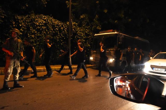 Tentative de coup d'État: vous êtes à Ankara ou Istanbul? Écrivez-nous à... (PHOTO BULENT KILIC, AFP)
