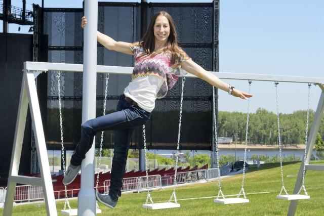 L'acrobate originaire la région, Josianne Levasseur, revient au... (Andréanne Lemire)