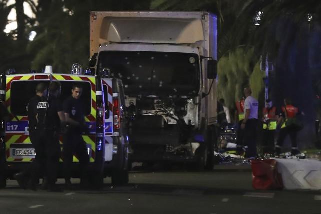 Le camion a été criblé de balles par... (AFP, Valery Hache)