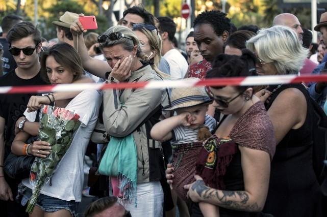 La population a convergé vers les lieux du... (AP, Laurent Cipriani)