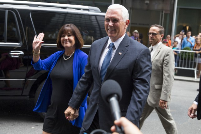 Mike Pence, accompagné de sa femme Karen, a... (AP, Evan Vucci)