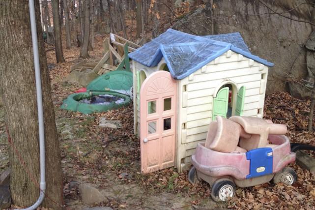 Des structures de jeux pour enfants, des dalles... (fournie par la ville de Granby)