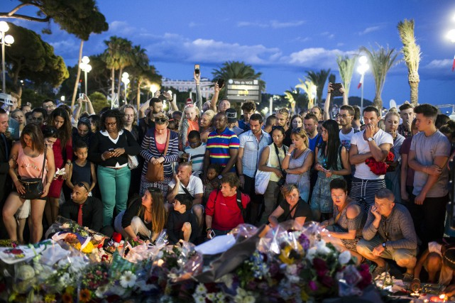 L'auteur du massacre à Nice est décrit par... (Associated Press)