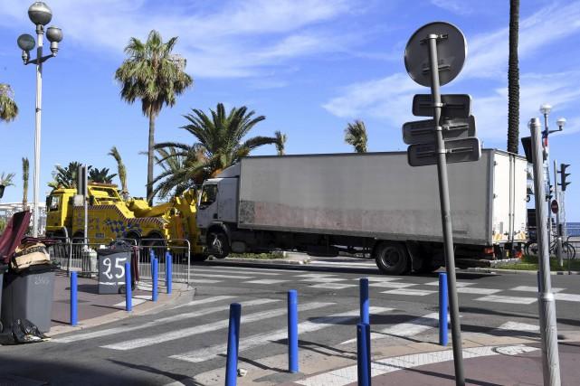 Le camion qui a servi à l'attaque a... (AFP, Boris Horvat)